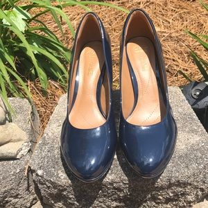 EUC Clarks Collection 9W navy heel